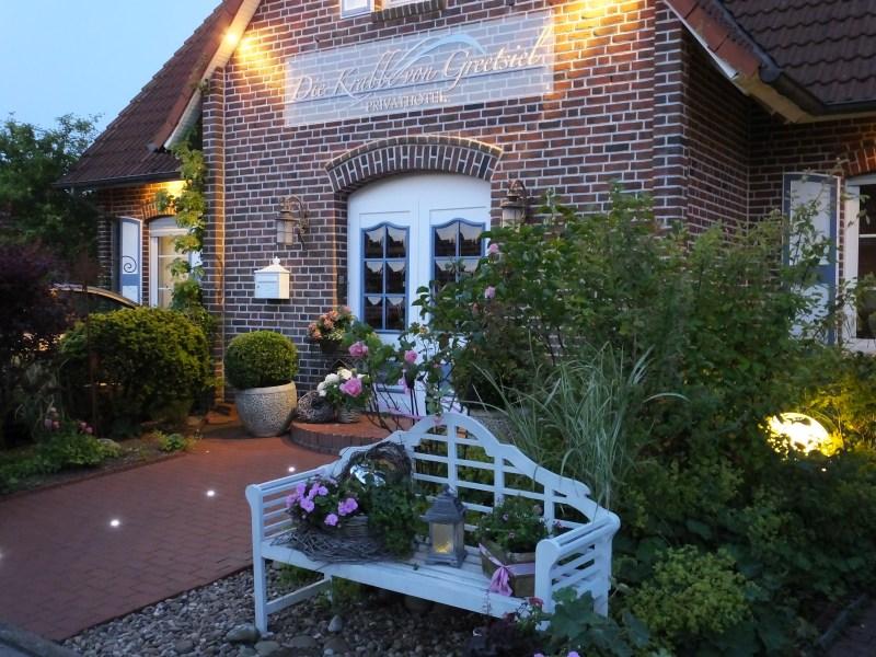 Privathotel Krabbe von Greetsiel Hausfront by SchulzPhotographie