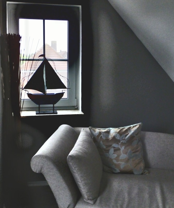 Krabbe von Greetsiel Zimmer mit Couch