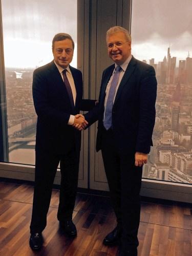 Markus Ferber und Mario Draghi in Frankfurt/Main