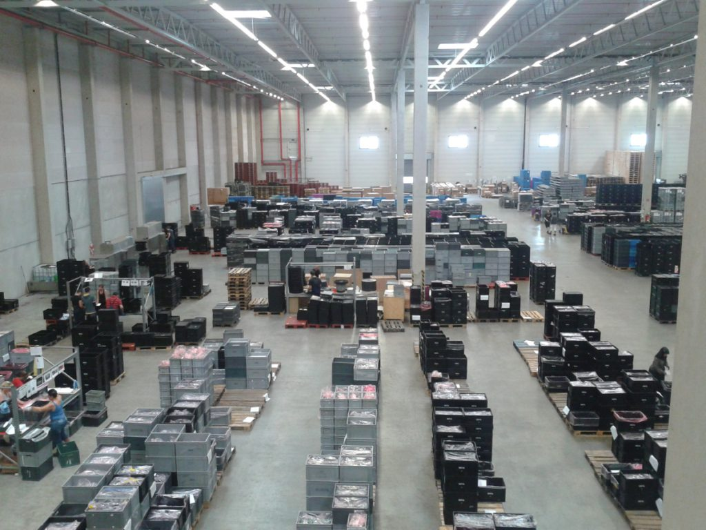 sprintbox behaelter logistikhalle