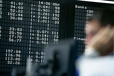 Börse Frankfurt - Händler vor Anzeigetafel